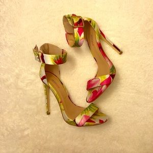 """JustFab Claire Tropical pattern 5"""" sandals"""